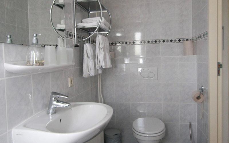 bed en breakfast Woldstee witte kamer, eigen toilet