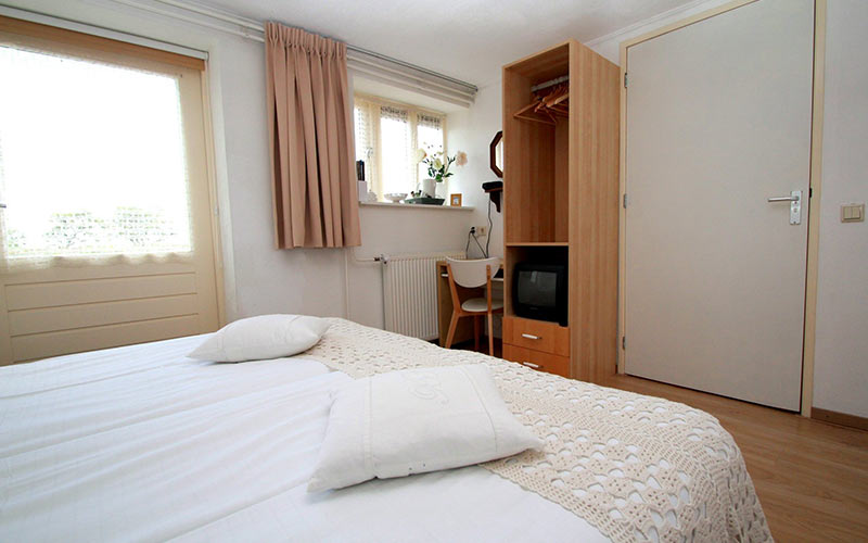 bed en breakfast Woldstee witte kamer