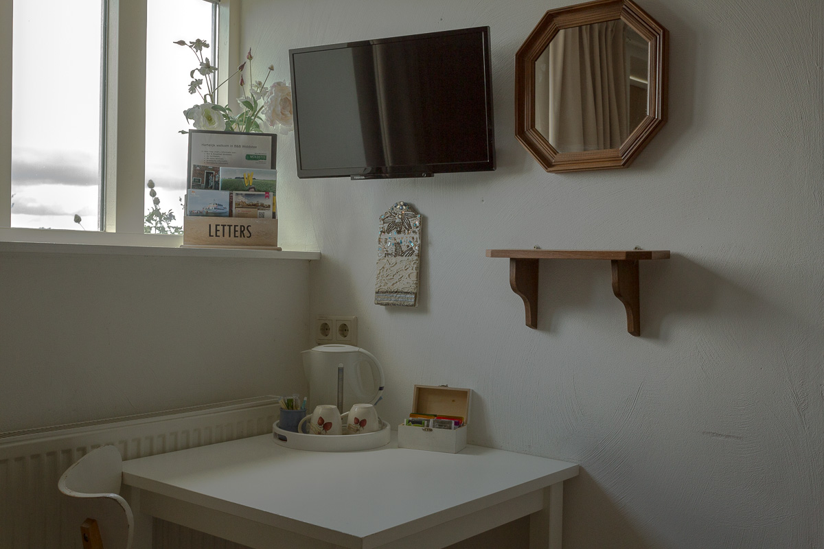 bed en breakfast Woldstee witte kamer
